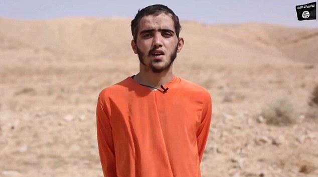 IS tung video cho xe tăng cán chết binh sĩ Syria 19 tuổi - 1