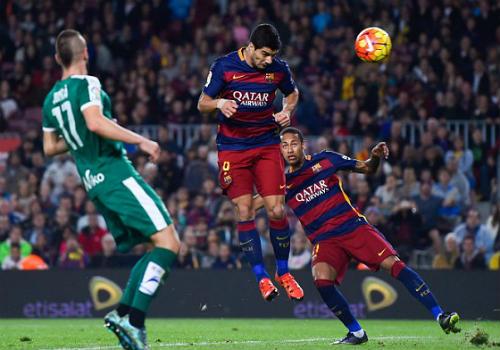 Neymar, Suarez thăng hoa: Còn ai nhớ Messi - 1