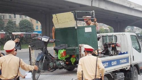 Hà Nội thu giữ hàng loạt xe máy cũ nát chạy trên đường - 3