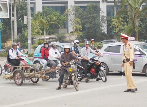 Hà Nội thu giữ hàng loạt xe máy cũ nát chạy trên đường - 5