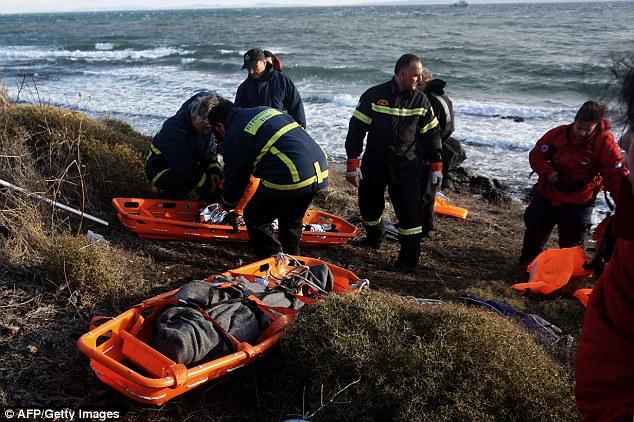 Phát hiện 2 bé di cư chết đuối dạt vào bờ biển Hy Lạp - 3