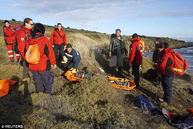 Phát hiện 2 bé di cư chết đuối dạt vào bờ biển Hy Lạp - 4