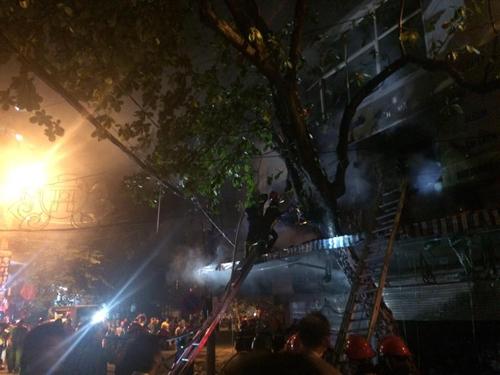 Hà Nội: Lửa bao trùm căn nhà 5 tầng trên phố Hàng Mã - 6