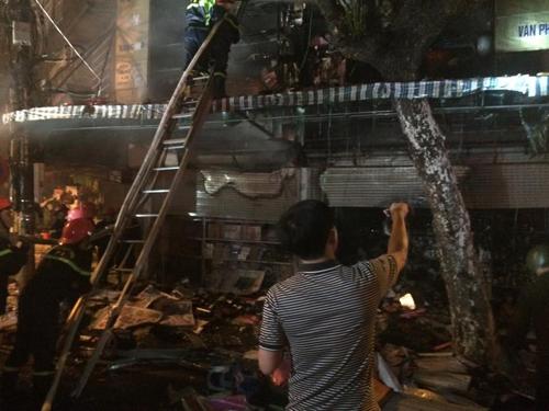 Hà Nội: Lửa bao trùm căn nhà 5 tầng trên phố Hàng Mã - 9