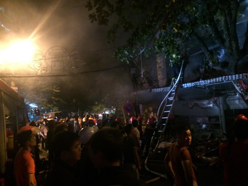 Hà Nội: Lửa bao trùm căn nhà 5 tầng trên phố Hàng Mã - 8