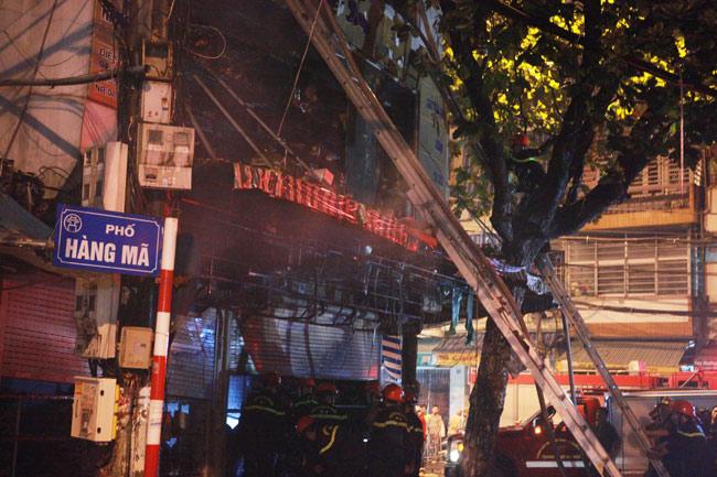 Hiện trường vụ cháy nhà 4 tầng trên phố cổ Hàng Mã - 2