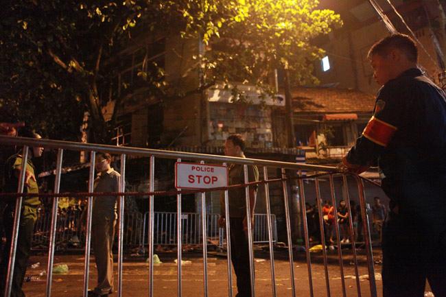 Hiện trường vụ cháy nhà 4 tầng trên phố cổ Hàng Mã - 4