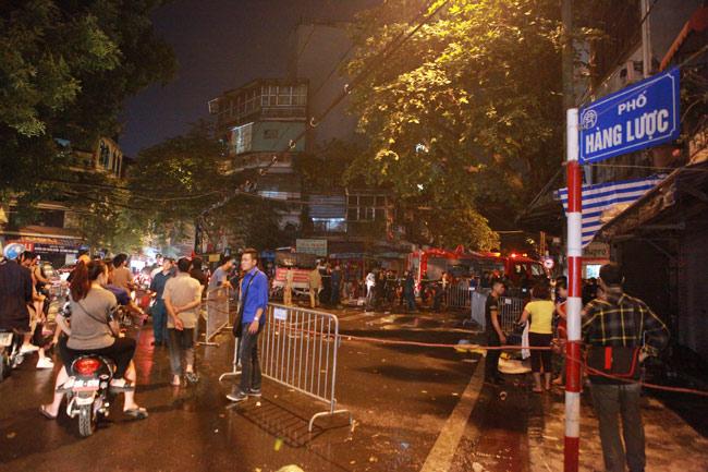 Hiện trường vụ cháy nhà 4 tầng trên phố cổ Hàng Mã - 3