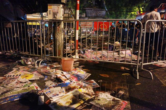 Hiện trường vụ cháy nhà 4 tầng trên phố cổ Hàng Mã - 6