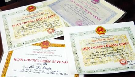 Giả danh bộ đội để nhận huân chương, trợ cấp - 1