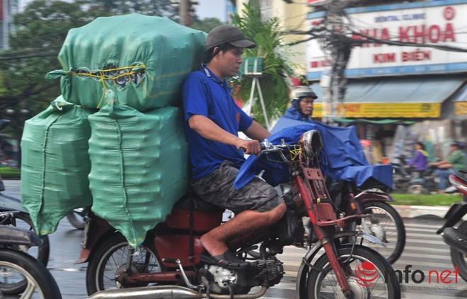 Xe mù vẫn tung hoành khắp đường phố Sài Gòn - 1