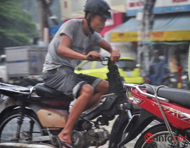 Xe mù vẫn tung hoành khắp đường phố Sài Gòn - 11