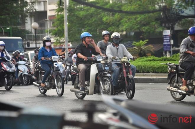 Xe mù vẫn tung hoành khắp đường phố Sài Gòn - 12