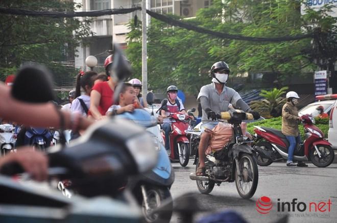 Xe mù vẫn tung hoành khắp đường phố Sài Gòn - 15