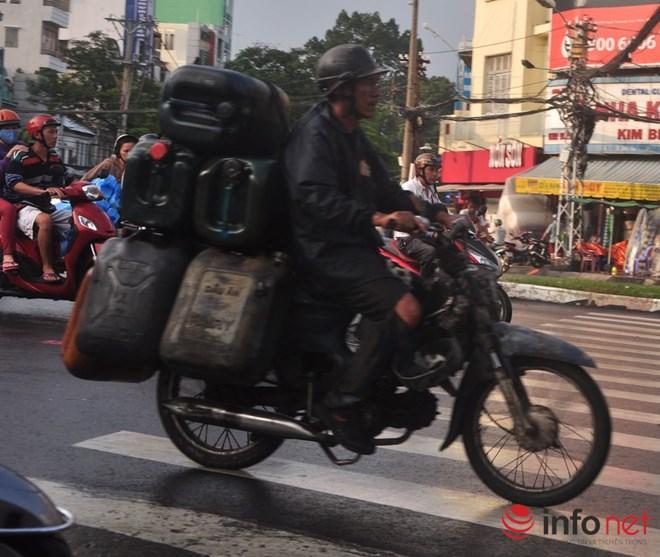 Xe mù vẫn tung hoành khắp đường phố Sài Gòn - 16