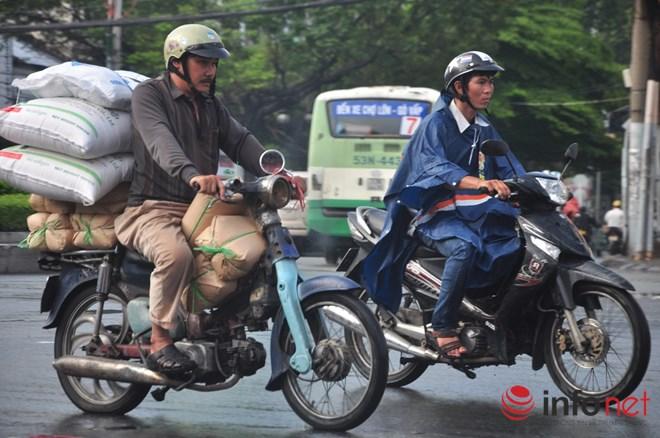 Xe mù vẫn tung hoành khắp đường phố Sài Gòn - 2