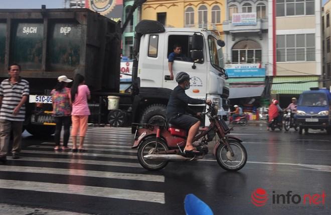 Xe mù vẫn tung hoành khắp đường phố Sài Gòn - 9