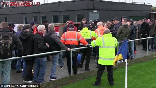 """""""Đàn em"""" của MU và Man City làm loạn tại FA Cup - 1"""
