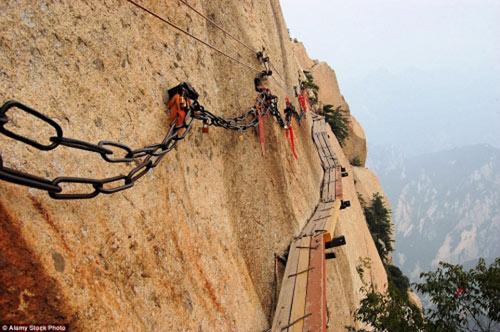 """""""Run rẩy"""" trước những cây cầu nguy hiểm nhất thế giới - 2"""