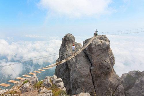 """""""Run rẩy"""" trước những cây cầu nguy hiểm nhất thế giới - 1"""