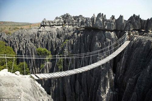 """""""Run rẩy"""" trước những cây cầu nguy hiểm nhất thế giới - 7"""