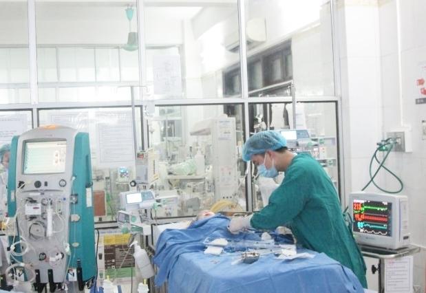 Lần đầu tiên ở VN: Cứu sống trẻ non tháng bị teo ruột - 1