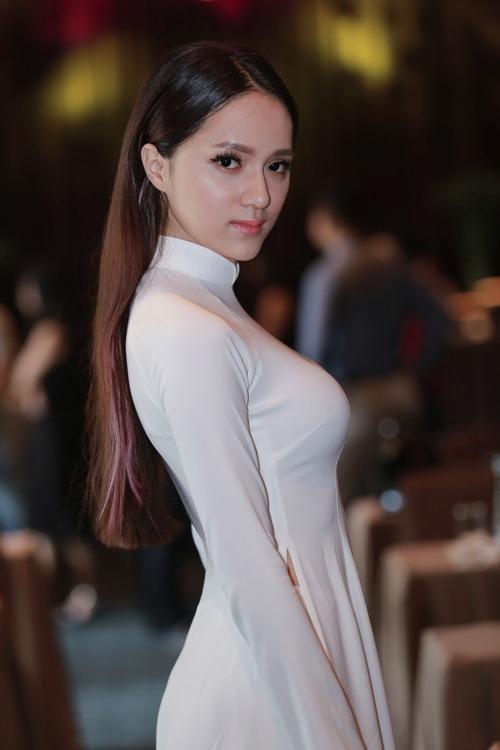 Hương Giang Idol kín đáo vẫn nổi bật - 1