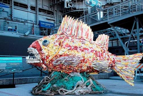 Những sinh vật biển khổng lồ được làm từ rác thải - 6