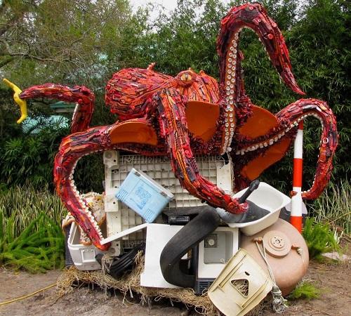 Những sinh vật biển khổng lồ được làm từ rác thải - 8