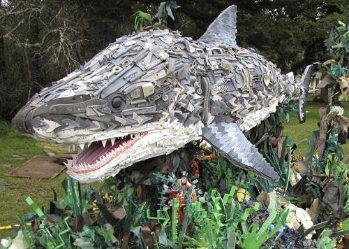 Những sinh vật biển khổng lồ được làm từ rác thải - 9