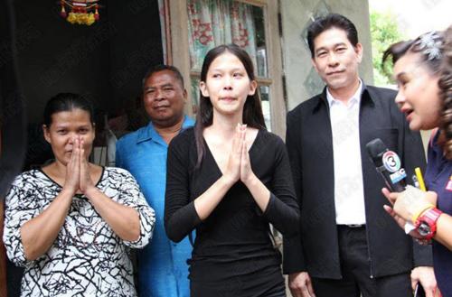 """Hoa hậu """"nhặt rác"""" Thái Lan gian dối về học vấn - 3"""