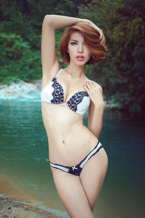 Ngắm cơ bụng săn chắc đáng ngưỡng mộ của mỹ nhân Việt - 7
