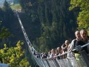 """Du lịch - """"Run rẩy"""" trước những cây cầu nguy hiểm nhất thế giới"""