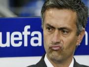 """Bóng đá - Mourinho: Người """"thích"""" ra đi trong bão tố"""
