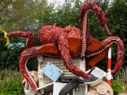 Phi thường - kỳ quặc - Những sinh vật biển khổng lồ được làm từ rác thải