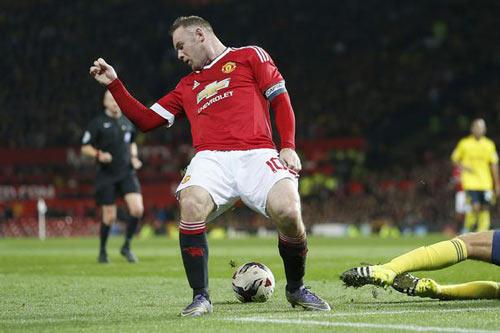 """Rooney bị """"ám hại ngầm"""" trước khi sút 11m - 3"""