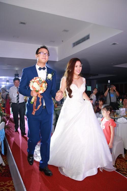 Bảo Trâm Vietnam Idol hạnh phúc trong ngày cưới - 3
