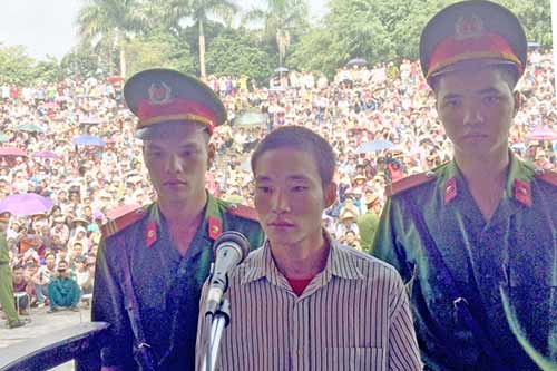 """Kẻ giết 4 người ở Yên Bái bình thản """"xin giảm tí tội"""" - 1"""