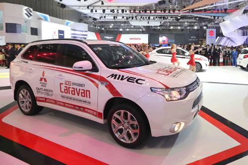 Tinh thần thi đấu Ralliart của Mitsubishi Motors tại triển lãm oto Việt Nam 2015 - 1