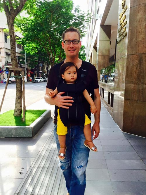 """Những ông chồng """"vừa đẹp vừa đảm"""" của mỹ nhân Việt - 11"""