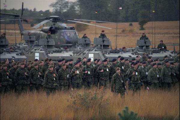NATO xem xét gửi 4.000 quân áp sát biên giới Nga - 1