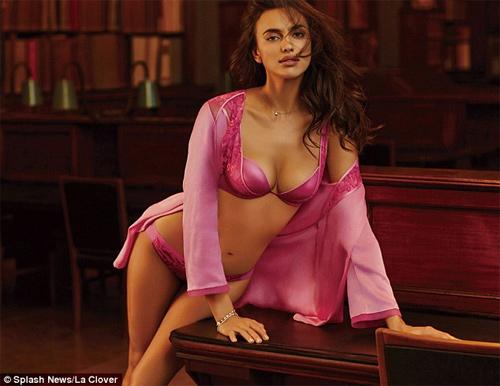 Irina Shayk mặc nội y sexy khiến fan ngây ngất - 1