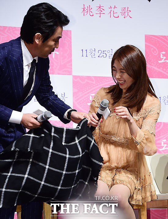 Bạn gái Lee Min Ho cười thả ga, nói về việc giả trai - 1