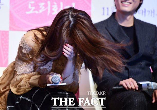 Bạn gái Lee Min Ho cười thả ga, nói về việc giả trai - 6
