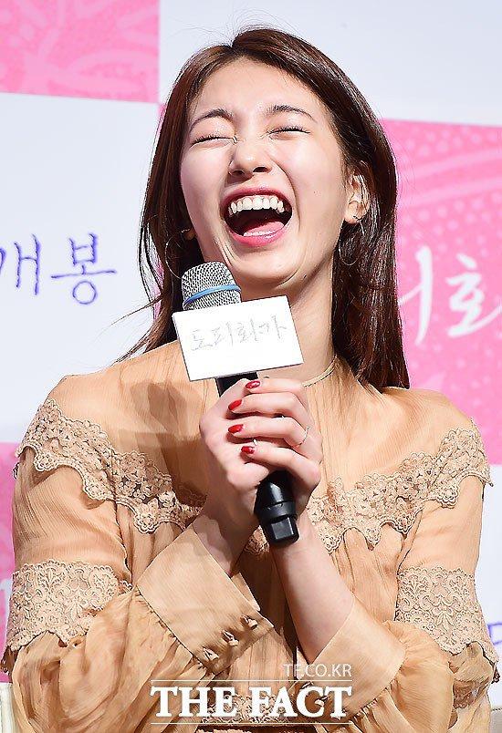 Bạn gái Lee Min Ho cười thả ga, nói về việc giả trai - 5