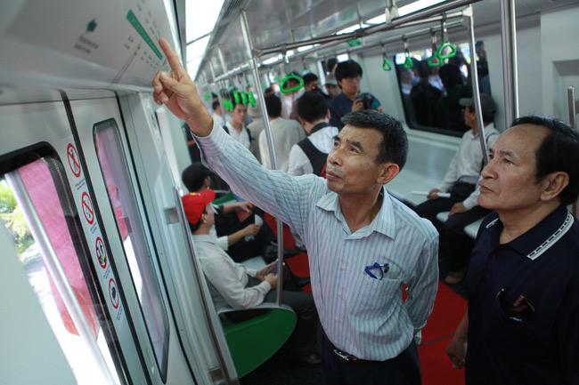 Người HN xếp hàng ngắm toa tàu đường sắt trên cao đầu tiên - 6