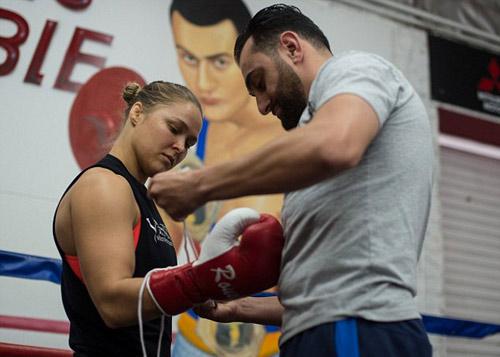 Độc bá UFC, Rousey muốn vô địch Boxing và WWE - 1