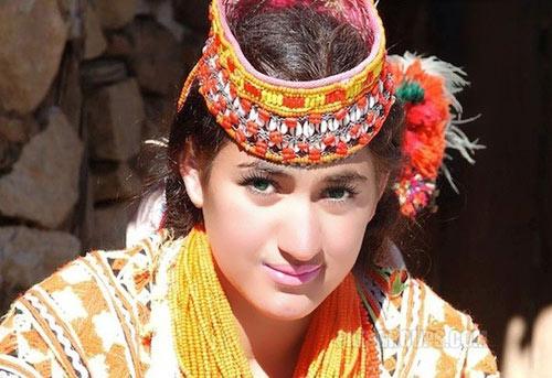 Thăm bộ tộc có phụ nữ đẹp và hạnh phúc nhất thế giới - 1
