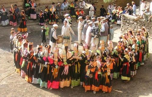 Thăm bộ tộc có phụ nữ đẹp và hạnh phúc nhất thế giới - 6
