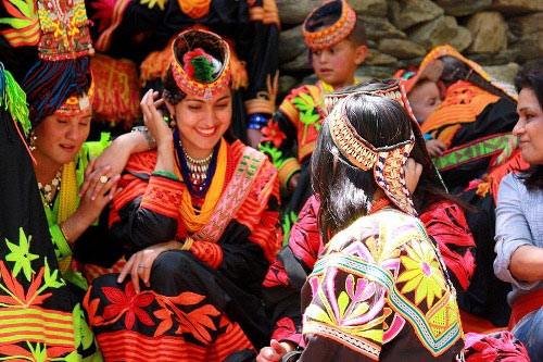 Thăm bộ tộc có phụ nữ đẹp và hạnh phúc nhất thế giới - 5